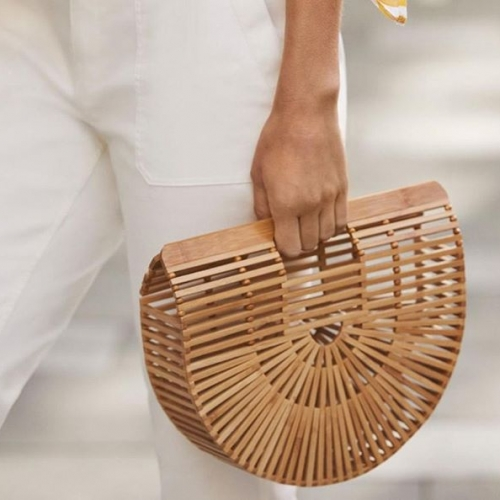 Resort-ready styles have now landed at @sussanfashion. Meet their Bianca Clutch, the essential spring bag. Shop now in-store! . . . #sussanfashion #waggawaggamarketplace #byISPT #springfashion #summerstyles #sussan